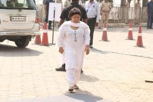 Saroj Khan defends casting couch, says it provides livelihood to women