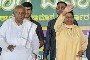 BSP chief Mayawati flanked by former Prime Minister HD Deve Gowda (L) and JD(S) state president HD Kumaraswamy (R) waves at her supporters during a campaign for Karnataka assembly elections in Mysore on Wednesday.