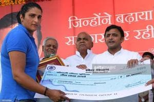 A file photo showing Seema Punia collecting a cheque from SPchief Akhilesh Yadav on winning a silver medal at the 2014 Glasgow Commonwealth Games.