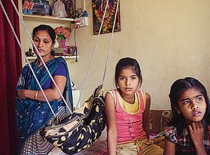 Picture of grief: Vaishali Samde with her daughter Gayatri (centre), 2015.