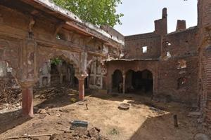 Aam Khas, which was once a hunting lodge built during Shahjahan's time, in it