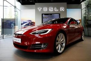 The Tesla S series car, like the one shown in this picture,  moved on the M1 motorway, with Bhavesh Patel sitting with hands behind his head.