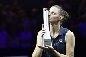 Karolina Pliskova recovered from a slow start to defeat CoCo Vandeweghe 7-6 (7/2), 6-4 in the final of the Stuttgart Open on Sunday.