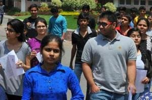 The top 220,000 candidates of JEE Main will be eligible for JEE Advanced 2018 for admission to Indian Institutes of Technology (IITs) and other top engineering institutes.