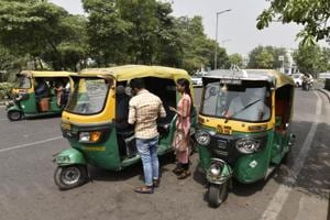 The Dattawadi police have identified the registration number of the autorickshaw in which the deceased senior citizen Vastala Diophode was travelling.