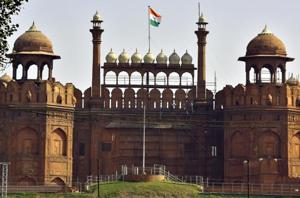 The government decision to hand over the Red Fort to the  Dalmia Bharat Group  to maintain tourist amenities has triggered a war of words between historians of opposing ideologies.