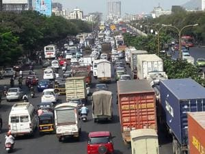 Traffic jam on the Eastern Express Highway in Thane on Tuesday morning, after officials close Mumbra bypass.