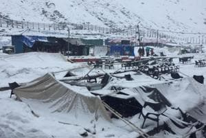 A total of 5,770 pilgrims flocked to the Himalayan shrine on Wednesday.