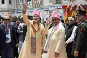Prime Minister Narendra Modi (L) and Nepali Prime Minister KP Sharma Oli wave to onlookers during a visit to a temple in Janakpur some 200 kms southeast of Kathmandu on May 11, 2018.