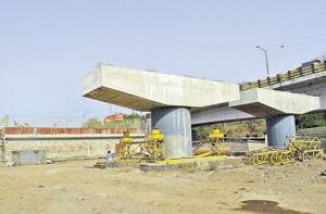 The work of a six-lane bridge at Durgadi in Kalyan was stopped due to lack of funds.