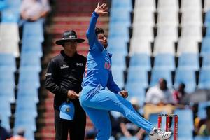 Kuldeep Yadav and Yuzvendra Chahal have been advised by Graeme Swann to follow Yasir Shah's style of bowling in England.