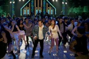 Race 3 song Hiriye has Salman Khan and Jacqueline Fernandez burning the dance floor.