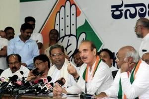 Congress senior leader Ghulam Nabi Azad speaks as Mallikarjun Kharge and former Karnataka chief minister Siddaramaiah looks on, during a press conference after the Supreme Court order of floor test for newly sworn-in chief minister BS Yeddyurappa.