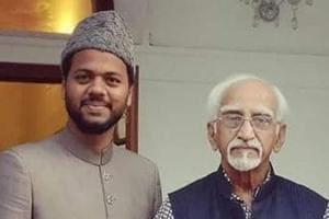 AMUSU president Mashkoor Ahmad Usmani at former vice president, Hamid Ansari's residence in Delhi on Saturday to extend an invitation.