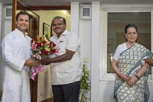 JD(S) leader and Karnataka chief minister-designate HD Kumaraswamy with Congress president Rahul Gandhi and UPA chairperson Sonia Gandhi , in New Delhi.