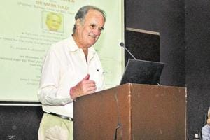 Journalist and author Mark Tully.