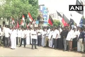 The DMK and Congress workers in Chennai's Egmore during the Tamil Nadu bandh called to protest the deaths in police firing on people protesting against theSterlite plant in Thoothukudi.