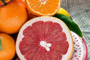 Fruits for diabetes: Experts say that when the glycemic load of a certain fruit is on the higher side, this means that there will be more fluctuation in blood sugar level.