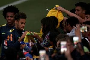 Neymar and Willian talk with fans during a training session of the Brazil national football team in Granja Comary, Teresopolis, Brazil on May 25, 2018.