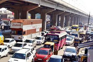 JAMPACKED: Long lines of vehicles are a daily affair at the Patiala Chowk under the flyover at Zirakpur.