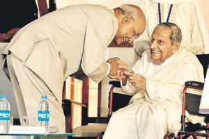 Ramnath Kovind (L), Prisedent of India, and Dada JP Vaswani at Sadhu Vaswani International School in Pune on Wednesday.