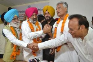 Congress candidate Hardev Singh Laddi Sherowalia (red turban) is being greeted by party leaders after he won Shahkot bypoll in Punjab.