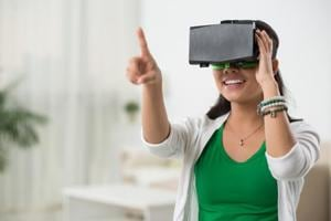 Virtual reality distraction was shown to be effective to reduce experimental pain.