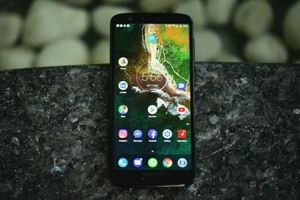 Moto G6 features a 5.7-inch full HD+ display with a Corning Gorilla Glass back.
