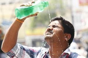 Residents of many areas complain that there is no electricity during water supply, indicating the rule of water mafia in the administration.
