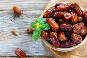 Dietitians say dates are good for diabetes patients. Dates are loaded with selenium, copper, potassium, magnesium and moderate concentrations of manganese, iron, phosphorus, and calcium.