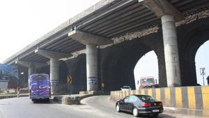 The incident took place around 10am near Amrutanjan bridge, close to Lonavla.