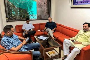Delhi chief minister Arvind Kejriwal, deputy CM Manish Sisodia, Aam Aadmi Party (AAP) leaders Satyendra Kumar Jain and Gopal Rai during a sit-in protest at Lieutenant Governor Anil Baijal's residence, in New Delhi on Monday, June 11, 2018.  Kejriwal said AAPwill campaign for BJP if Delhi gets statehood.