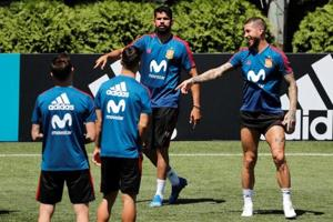 Spain sacked coach Julen Lopetegui days before the FIFAWorld Cup 2018 but Paulinho refused to rule them out as title contenders.