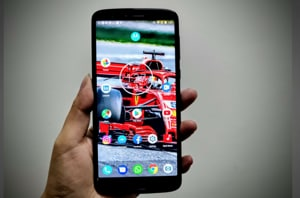 Moto G6 features a 5.7-inch Full HD+ display with 18:9 aspect ratio.