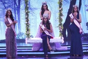 Anukreethy Vas was crowned Miss India 2018 by Miss World 2017 Manushi Chhillar. (Twitter)