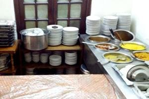 To ensure that the food served in its canteens is wholesome and hygienic, the government is training people as food safety supervisors for cafeterias run by its departments.