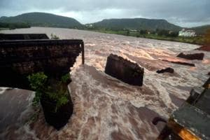 In August 2016, the bridge over Savitri river on Mumbai-Goa highway collapsed after incessant rain. Two buses and two private vehicles were swept away, killing 41 people.