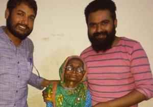 100-year-old Noorjahan with Ranjeet Yadav and Mitra Prakash who helped her in getting Aadhaar card issued.