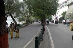 Over the past few days, number of tourists entering and leaving Nainital has almost balanced.