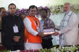 Mayor Davesh Moudgil receiving the Swachh Survekshan award from Prime Minister Narendra Modi in Indore on Saturday.