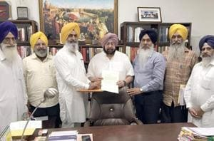 A delegation fo the Jodhpur detainees handing over a amemorandum to Punjab chief minister Captain Amarinder Singh at his residence in Chandigarh on Saturday.