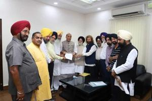 Delegation of Rashtriya Sikh Sangat and leaders of the All India Sikh Students Federation giving memorandum to Union home minister Rajnath Singh at New Delhi on Tuesday.
