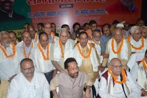 Union minister Mukhtar Abaas Naqvi felicitated 'Emergency fighters' in Lucknow.