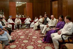 Former president Pratibha Patil, CPIM general secretary Sitaram Yechury, former prime minister Manmohan Singh, former chief minister Sheila Dikshit and others during the Iftar party hosted by Congress President Rahul Gandhi, in New Delhi on June 13, 2018.