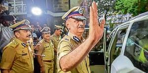Mumbai's new police chief Subodh Jaiswal sees off Padsalgikar, who took over as the new Maharashtra DGP.