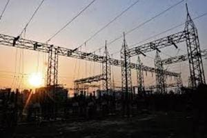 MSEDCL officials claimed that the power thefts in the area are the root cause of the problem.
