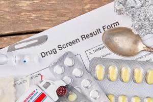 Opioids such as heroin, morphine, codeine, buprenorphine, tramadol; cannabis; stimulants like amphetamines and cocaine; and benzodiazepines are detected in the dope test.