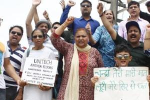 Buyers of Unitech Anthea floors hold a protest at the project site in sector 70, in Gurugram on Sunday, July 01, 2018.