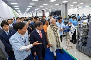 Prime Minister Narendra Modi with South Korean president Moon Jae-in and other delegates take a tour of the world