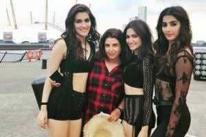 Kriti Sanon, Kriti Kharbanda and Pooja Hegde pose with Farah Khan for a special photo.